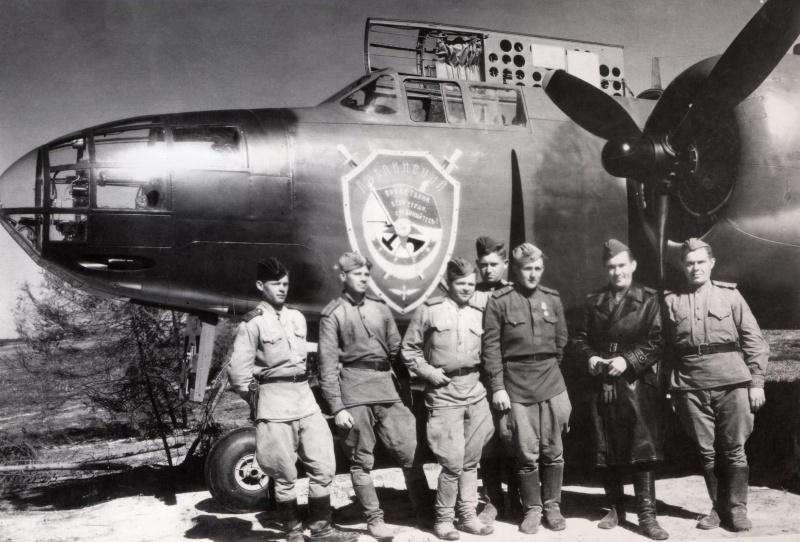Экипаж бомбардировщика A-20 «Бостон» под командованием Г.А. Осипова