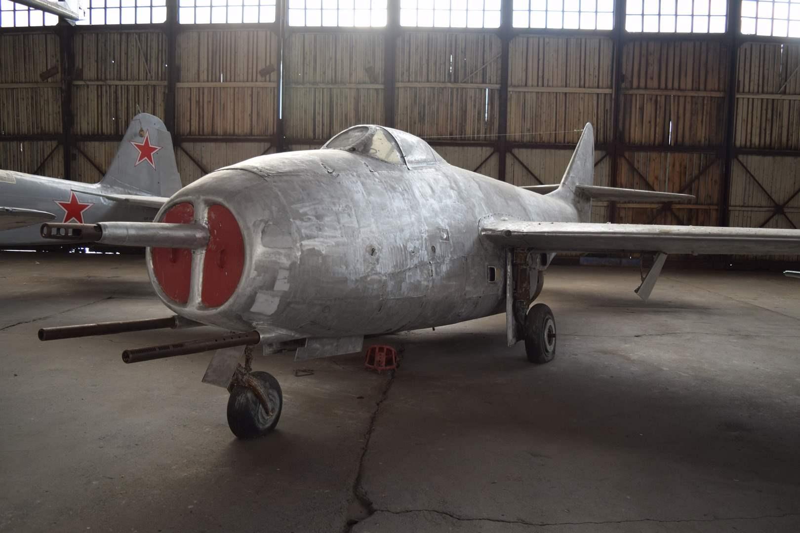 C:\Users\vadim\Documents\Наработки текста по самолетам\Ангар 8\Самолет МиГ-9\DSC_0221 МиГ-9 спереди справо (Копировать).JPG